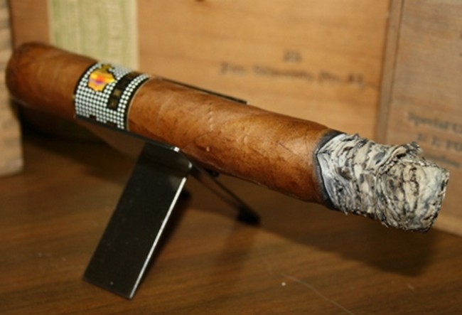 http://www.luxplanet.ua/static/img/c/i/cigars_ireland_cohiba_behike_56_1_650x443.jpg